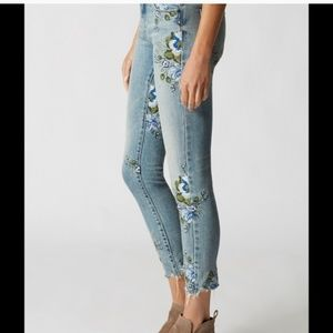 Back to Nature Embroidered Skinny Jeans